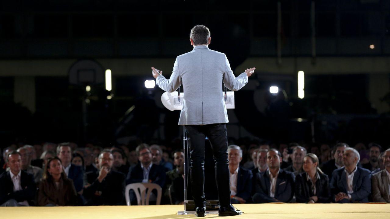 Un dos líderes políticos dirixíndose ao público nun mitin durante a campaña das últimas eleccións autonómicas celebradas en Galicia, no 2016