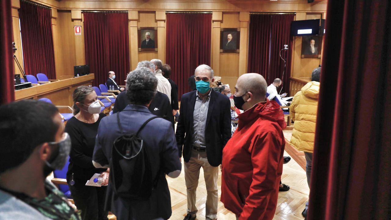 El pleno del Concello se celebró en la Diputación por motivos de espacio para cumplir con las restricciones del coronavirus