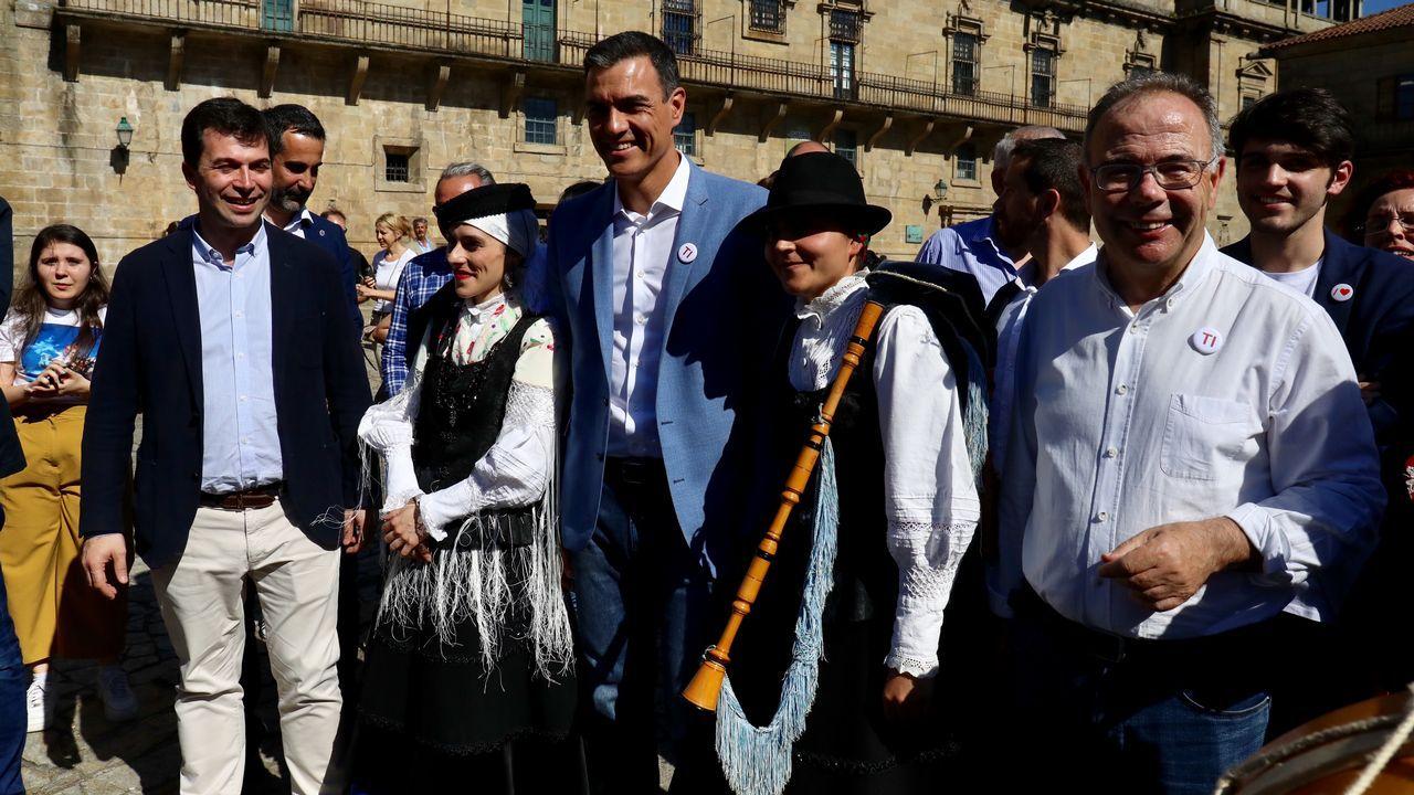 Paseo de Pedro Sánchez por Santiago