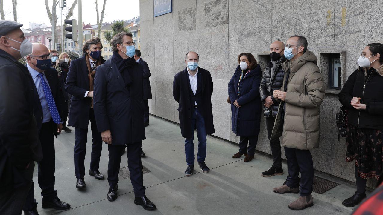 Sanitarios de Ourense alertan sobre la saturación hospitalaria y apelan al autoconfinamiento.Visita a las instalaciones remodeladas del pabellón de Os Remedios