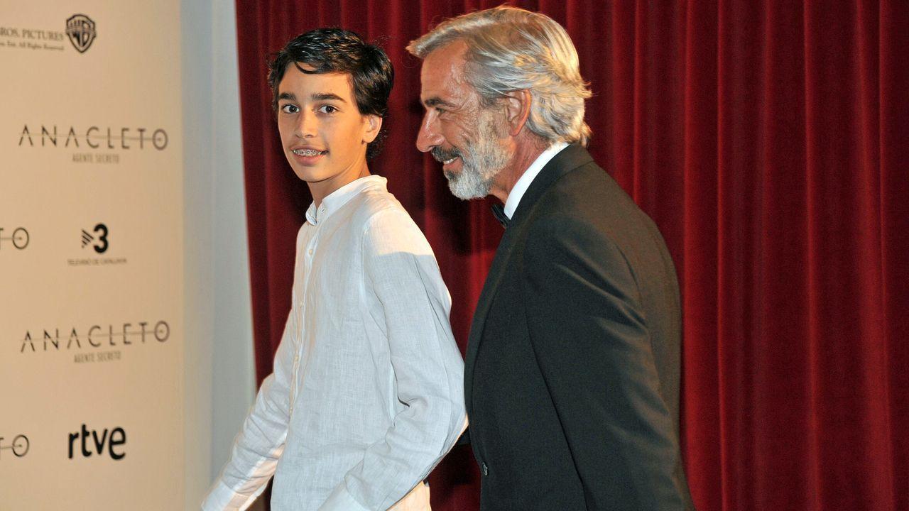 Imanol Arias y su hijo Daniel, en el 2015 en el estreno de la película «Anacleto, agente secreto»