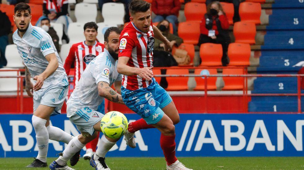 Los futbolistas del Real Oviedo celebran uno de los goles ante el Tenerife