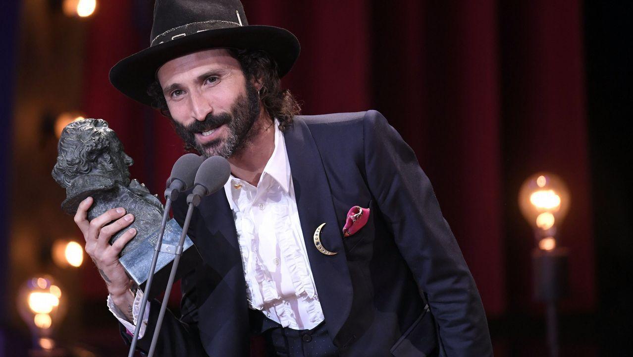 El cantante Leiva recibe el Premio a Mejor Canción Original por La llamada, de la película con el mismo nombre que dirigen Los Javis.