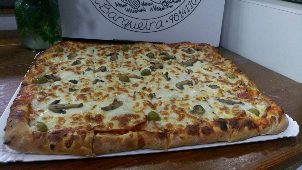 Las pizzas de O Trope son uno de los platos más demandados en este establecimiento de A Barqueira, en Cerdido
