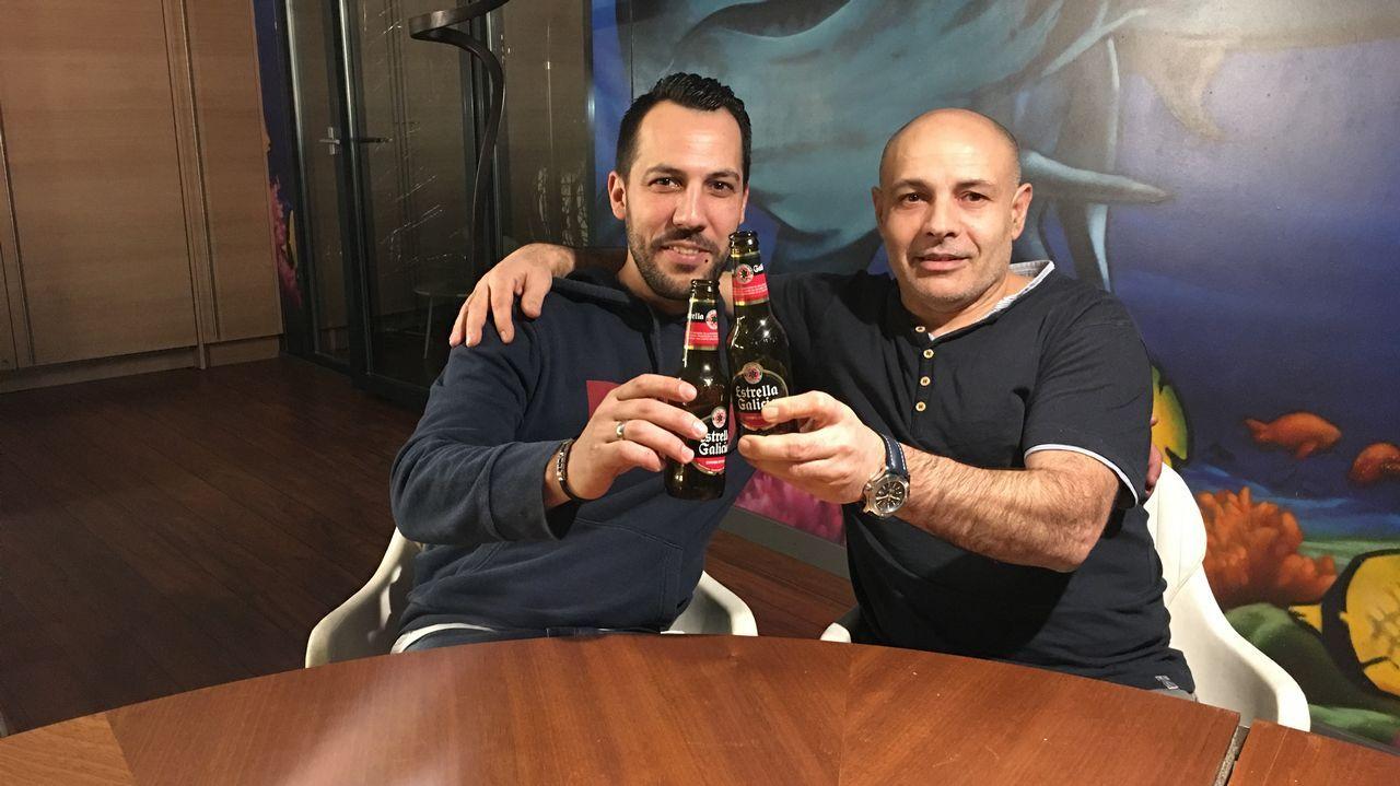Manuel (derecha) es ourensano y empresario. Presidió el emblemático club de fútbol Galaica Onex
