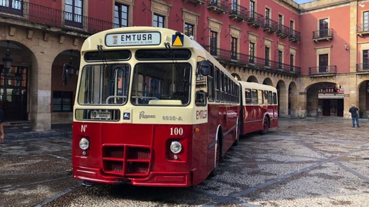 La réplica del Pegaso que circulará por las calles de Gijón