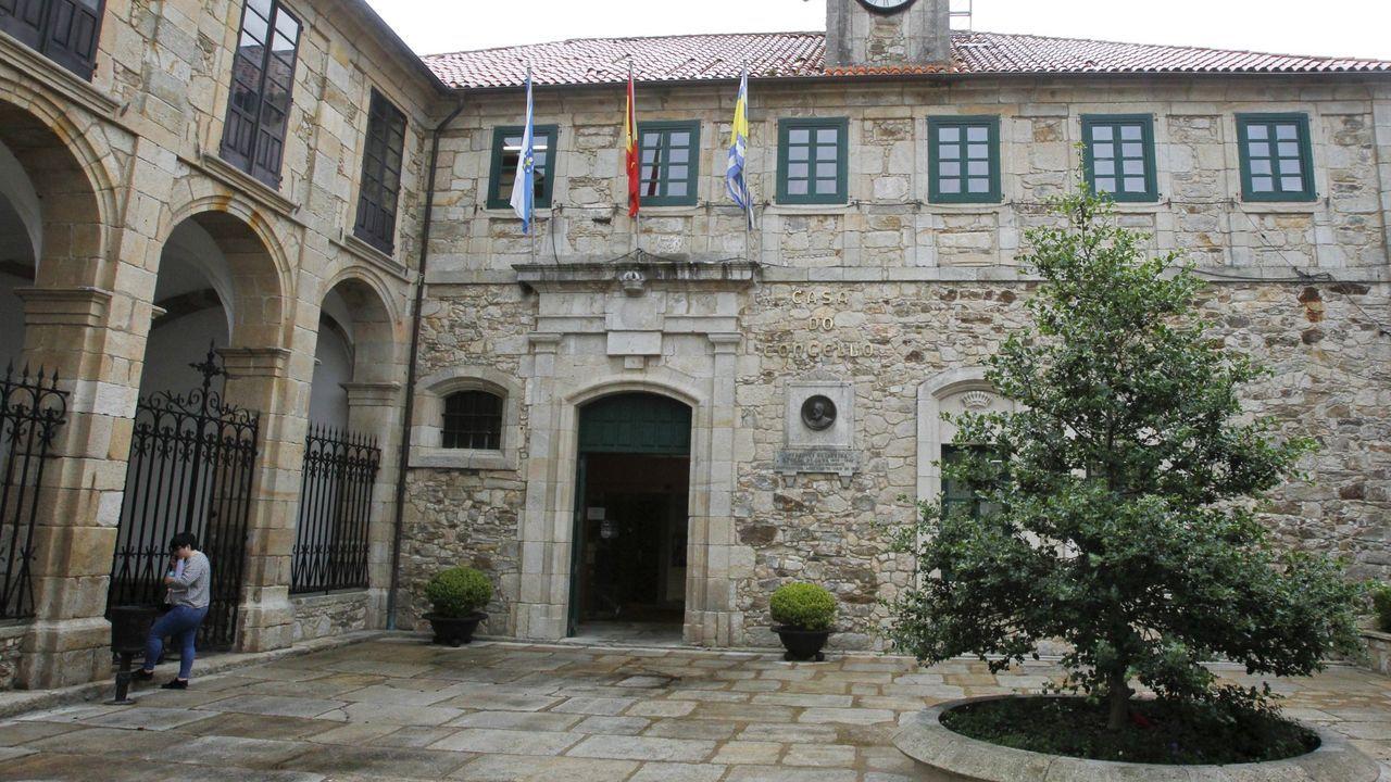 Así transcurre la jornada electoral del 12-J en Ferrol.El puente de los Santos que marca la frontera entre Galicia y Asturias