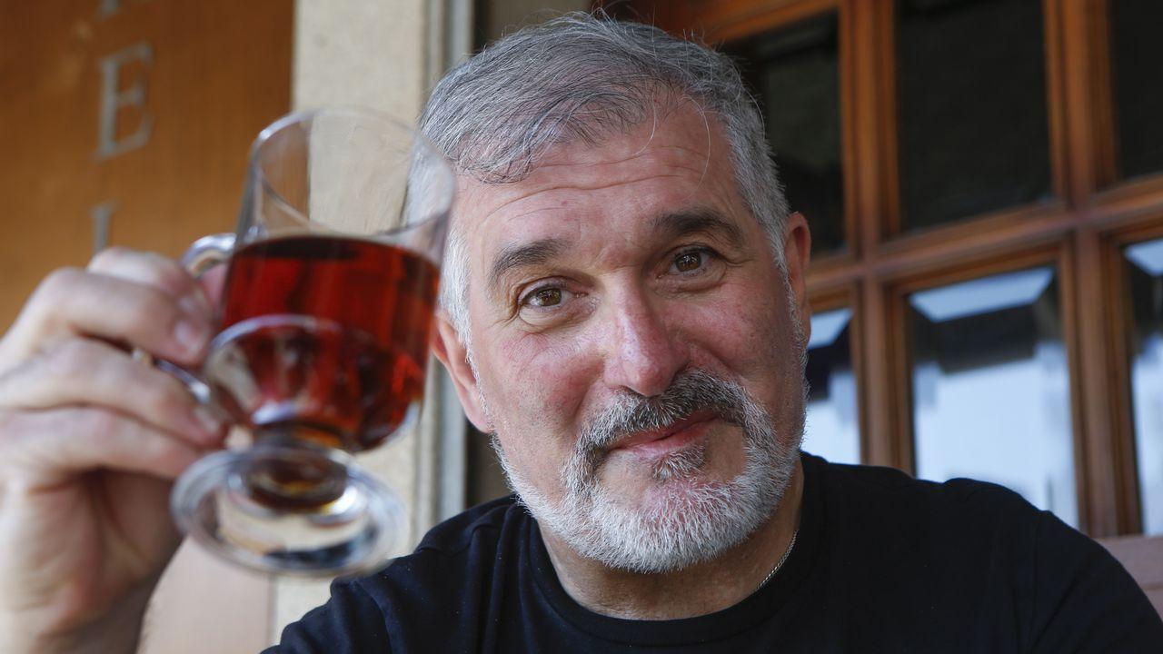 Eloy Lozano, en xaneiro do 2000, durante a rodaxe en Santiago da súa longametraxe «Belas dormentes»