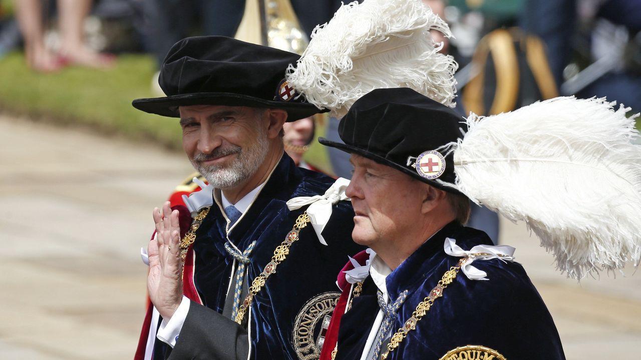 El Rey con los cuatro expresidentes de la democracia.Felipe VI junto a Guillermo de Holanda
