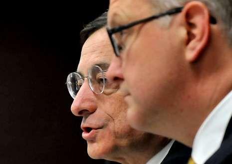 Draghi, acompañado de Olli Rehn, ayer en Tokio.