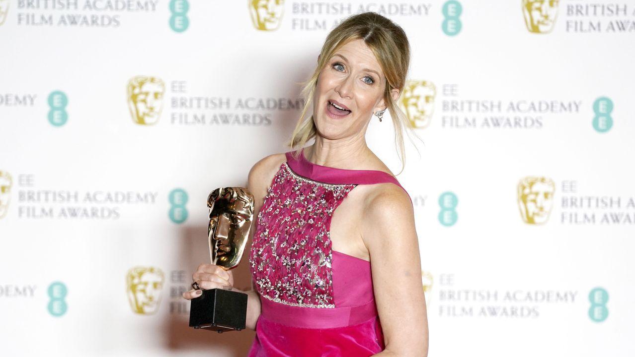 Laura Dern bromea con su premio Bafta a la mejor actriz secundaria por su papel en «Historia de un matrimonio»