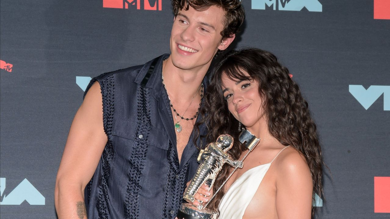 Shawn Mendes y Camila Cabello en los MTV Awards