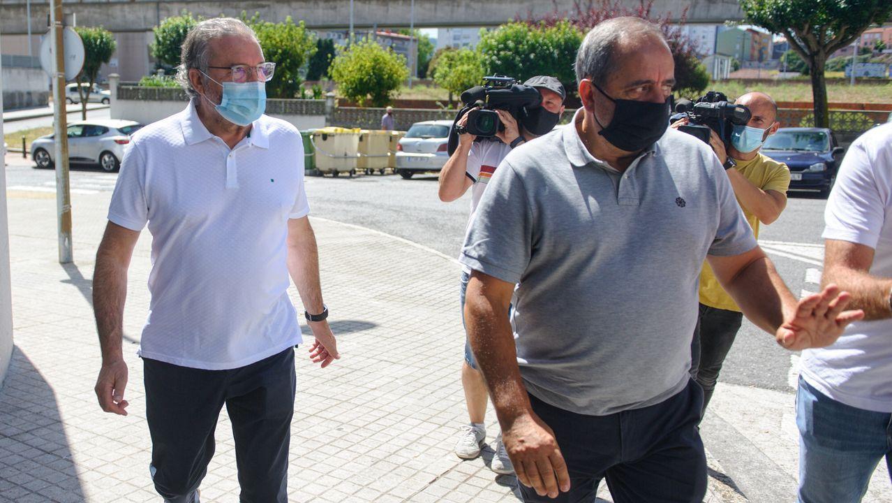 José Luis Queijeiro y Manuel González, directivos del Deportivo, entrando en Lonzas