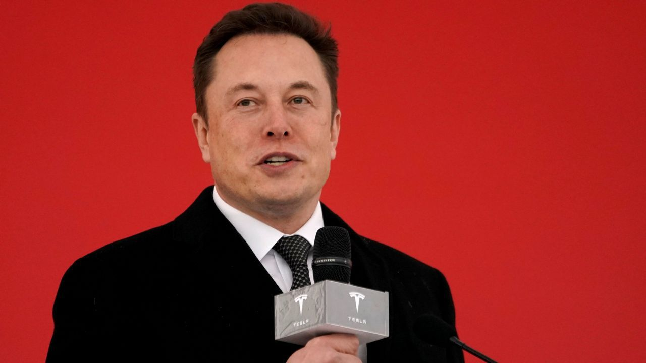 La demostración del cristal resistente de Tesla acaba en ridículo