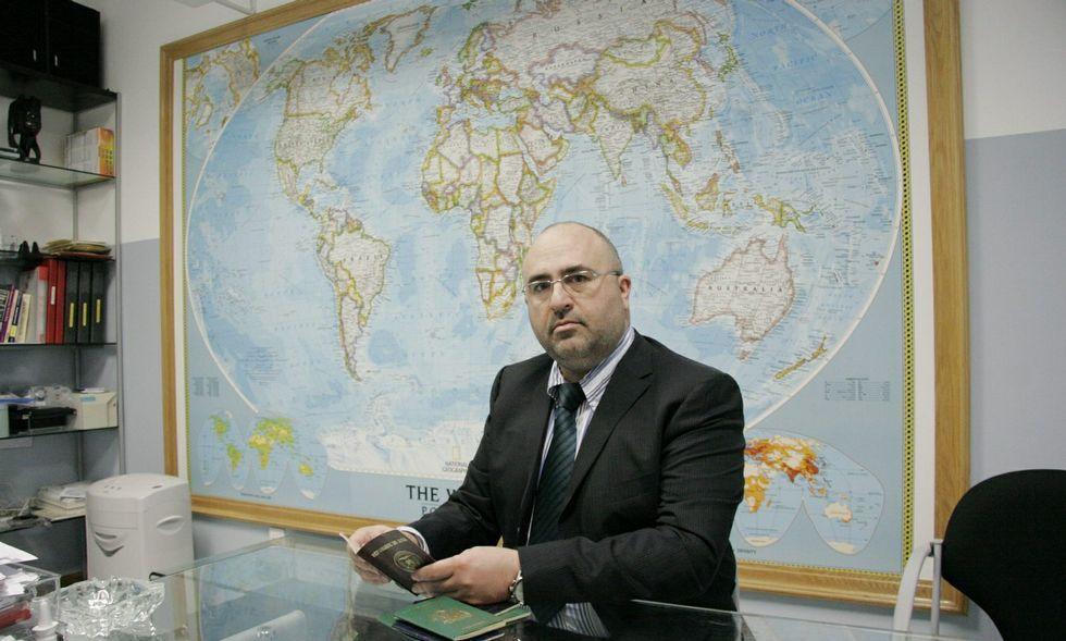 David R. Vidal en el despacho de la agencia de inteligencia Globalchase que dirige.