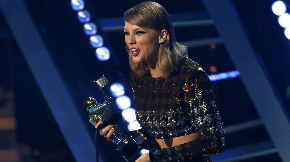Taylor Swift recoge su premio al mejor vídeo por «Blank Space»