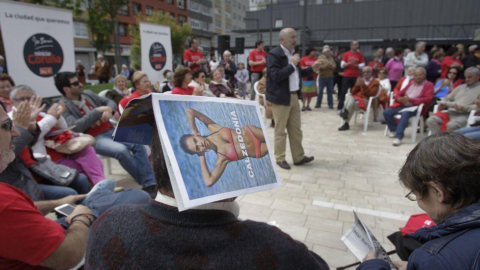 Calor sofocante durante el acto de Losada en la plaza de las Conchiñas coruñesa