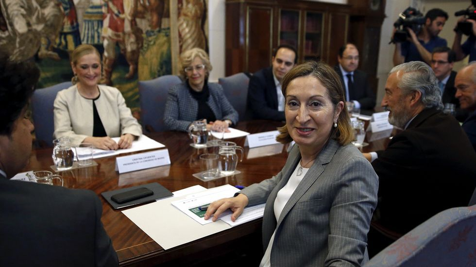 Mariano Rajoy vuelve a ofrecer una gran coalición al PSOE.La comparecencia. La alcaldesa habló ayer sobre Las Meninas y el vídeo de sus declaraciones se puede ver la web de La Voz.
