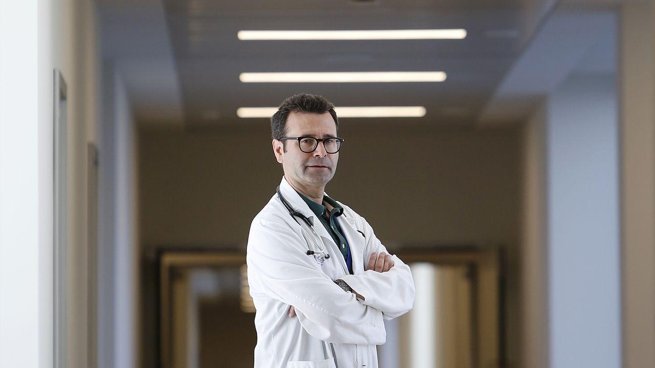 O xefe de servizo de medicina interna, Manuel Crespo Casal, no Hospital Álvaro Cunqueiro nunha imaxe de arquivo