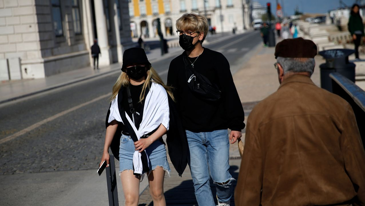La Brilat ya controla la frontera con Portugal.Muchos portugueses utilizan la mascarilla para protegerse en la calle