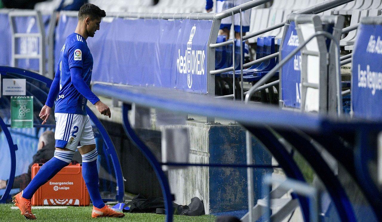 expulsion tarjeta roja Grippo Real Oviedo Logroñes Carlos Tartiere.Simone Grippo abandona el terreno de juego tras su expulsión ante la UD Logroñés