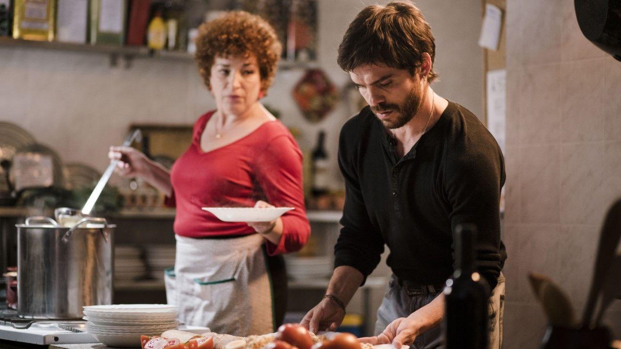 Benja, el hermano de la peluquera trans del barrio, Angie, está interpretado por Álvaro Monje