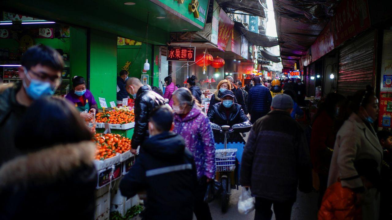 Vacunación en el centro de salud de Viveiro.Mercado de Wuhan, donde se suponía que se inició el foco epidémico
