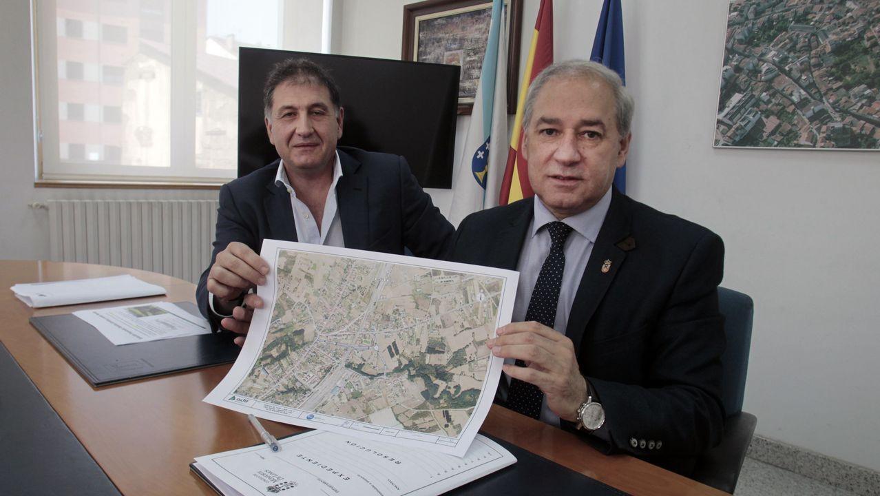 Luis Palacios y José Tomé, este miércoles en el Ayuntamiento con los planos del proyecto