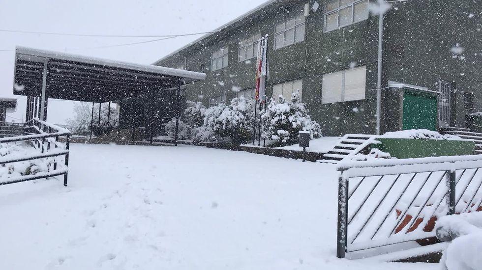 Patio exterior del colegio Ricardo Gasset, en O Incio