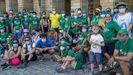 La peregrinación tras su llegada al Obradoiro, ayer por la tarde