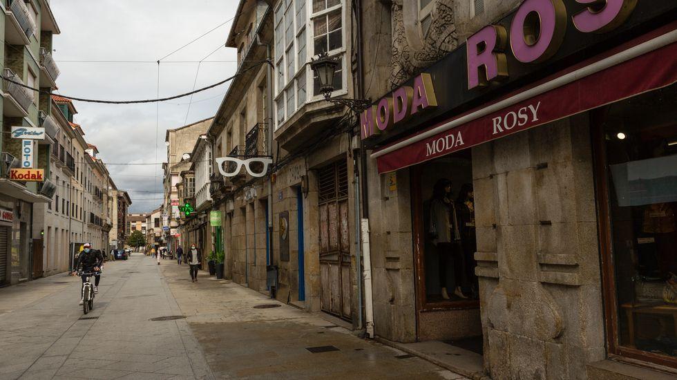 Protesta en Verín por la decisión de la Xunta de mantener el cierre del municipio pese a bajar la incidencia del covid-19.La hostelería de Verín lleva ya más de un mes cerrada