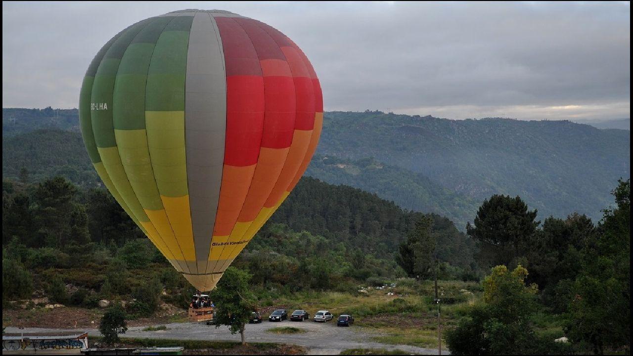 Etapas de la Ruta de las Aldeas Palezoicas, en imágenes.Vuelo turístico en globo sobre el cañón del Sil entre Nogueira de Ramuín y Sober, en una foto de archivo