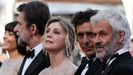 Moretti, en Cannes, a la izquierda, con parte del equipo del filme «Tres pisos»: el productor Domenico Procacci y los actores Adriano Giannini, Margherita Buy y Anna Bonaiuto.