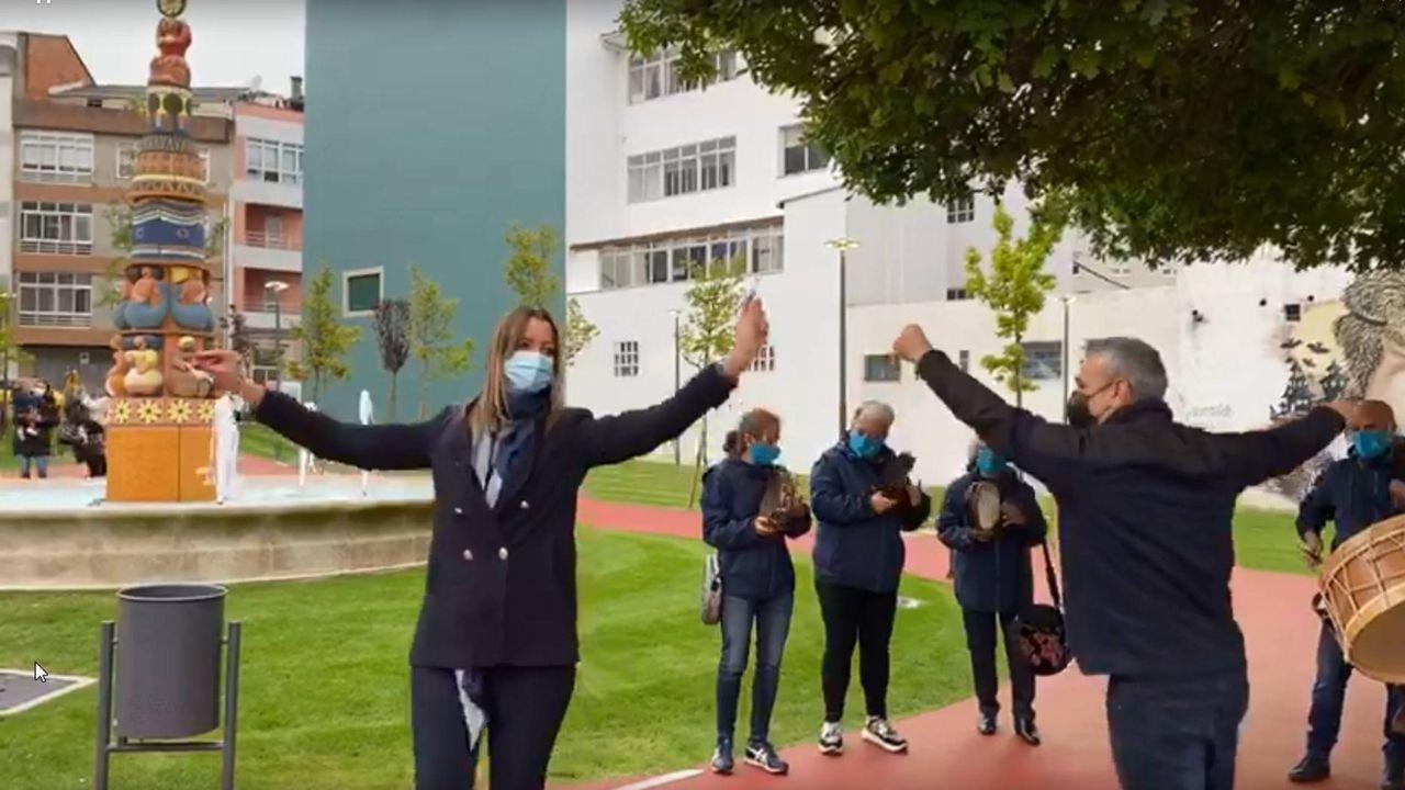 <span lang= gl >A alcaldesa de Lugo inaugura un novo parque bailando unha muiñeira</span>