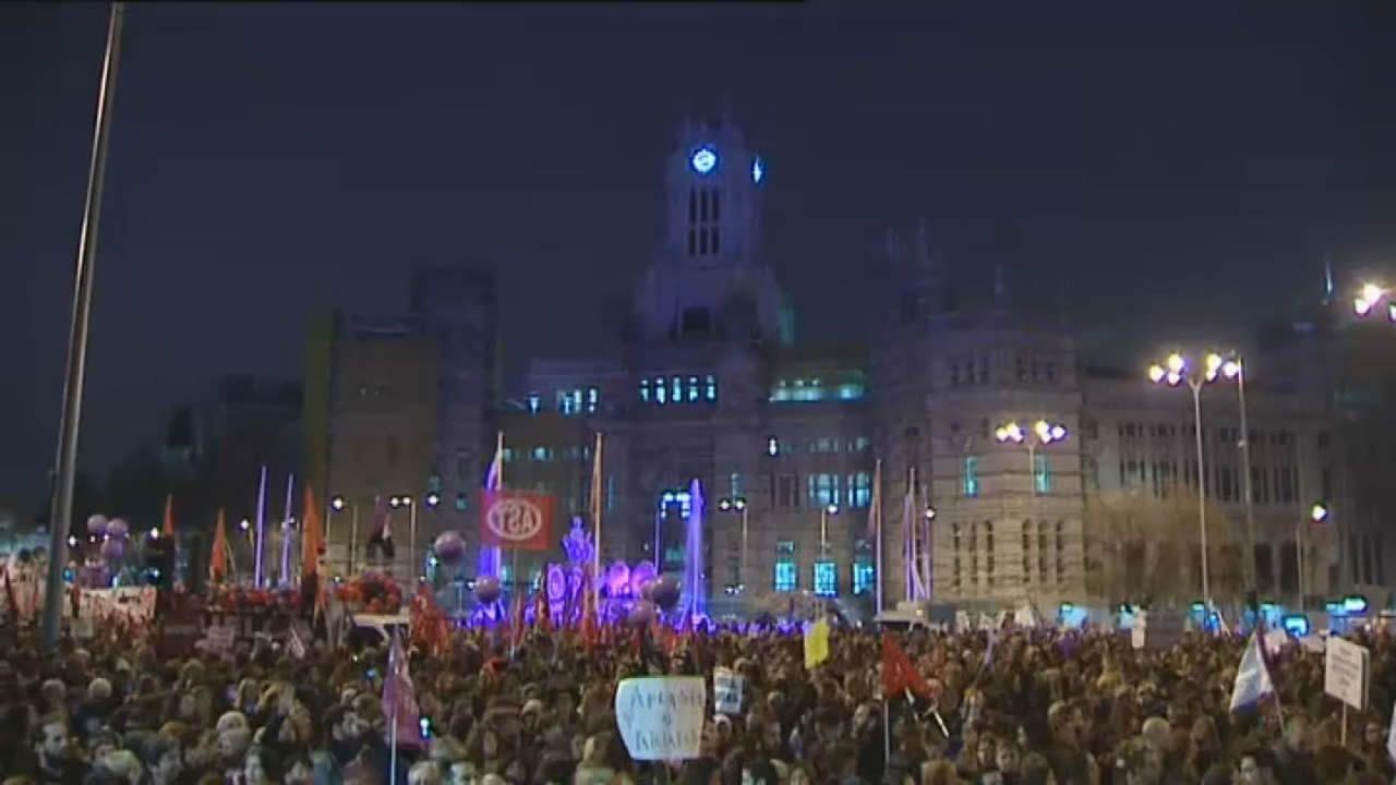 Multitudinarias movilizaciones del 8M en Galicia.Manifestación del 8-M en Gijón