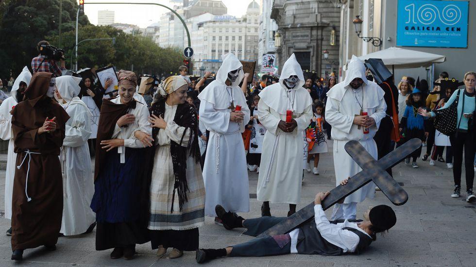 Galicia Montessori.Procesión de la Santa Compaña con niños de Samaín / Halloween
