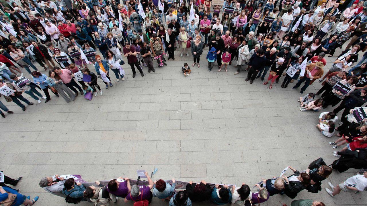 Lugo protesta contra la decisión de dejar en libertad a La Manada.Alfonso Jesús Cabezuelo, uno de los miembros de la Manada, a su llegada el juzgado de guardia de Sevilla