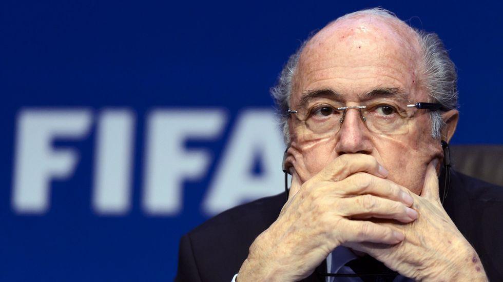 Blatter y Platini, sancionados 8 años por la FIFA.Blatter, a la derecha, en un acto en San Salvador