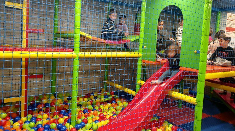 El centro de juegos A Mariola dispone, entre otros juegos, de un parque de bolas