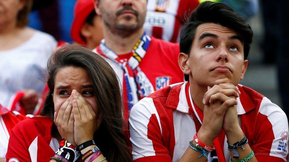 Irak sonríe con el regreso de su selección tras cuatro años.Dos aficionados del Atlético en el último partido en el Vicente Calderón