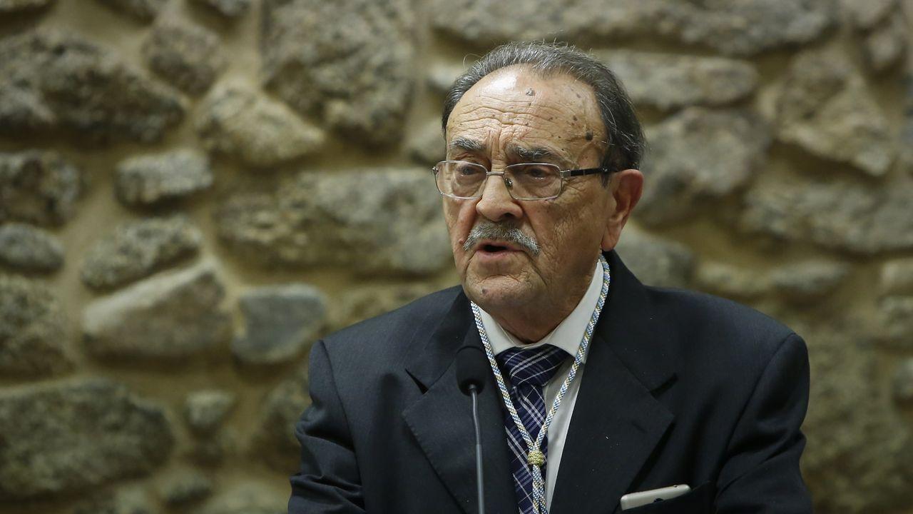 Feijoo: «Abril va a ser peor que marzo».Xosé Luís Franco Grande, nun acto na Real Academia Galega