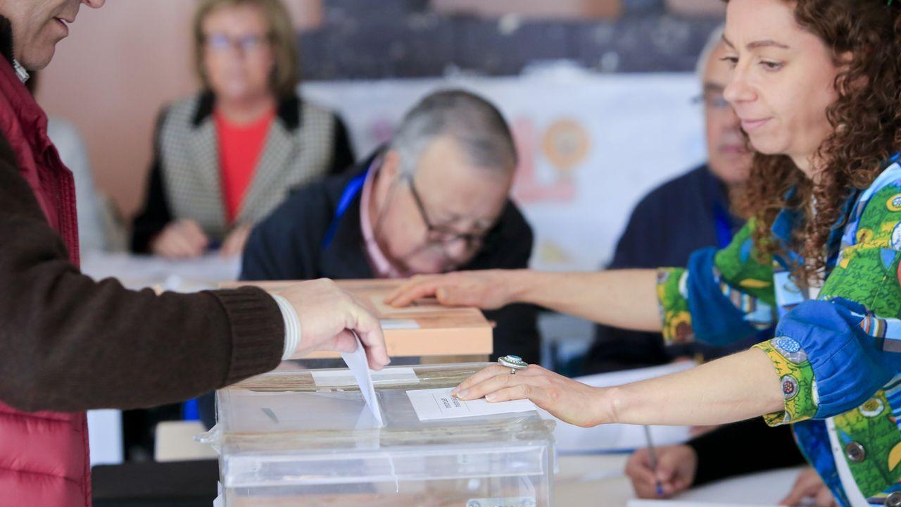 Cola para votar en Monterroso