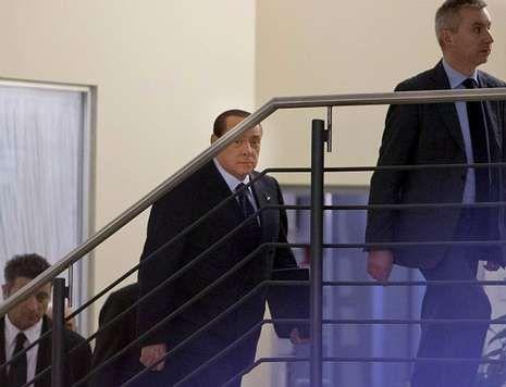 Napolitano acepta la dimisión de Letta.Renzi se dio ayer en Florencia un baño de multitudes.