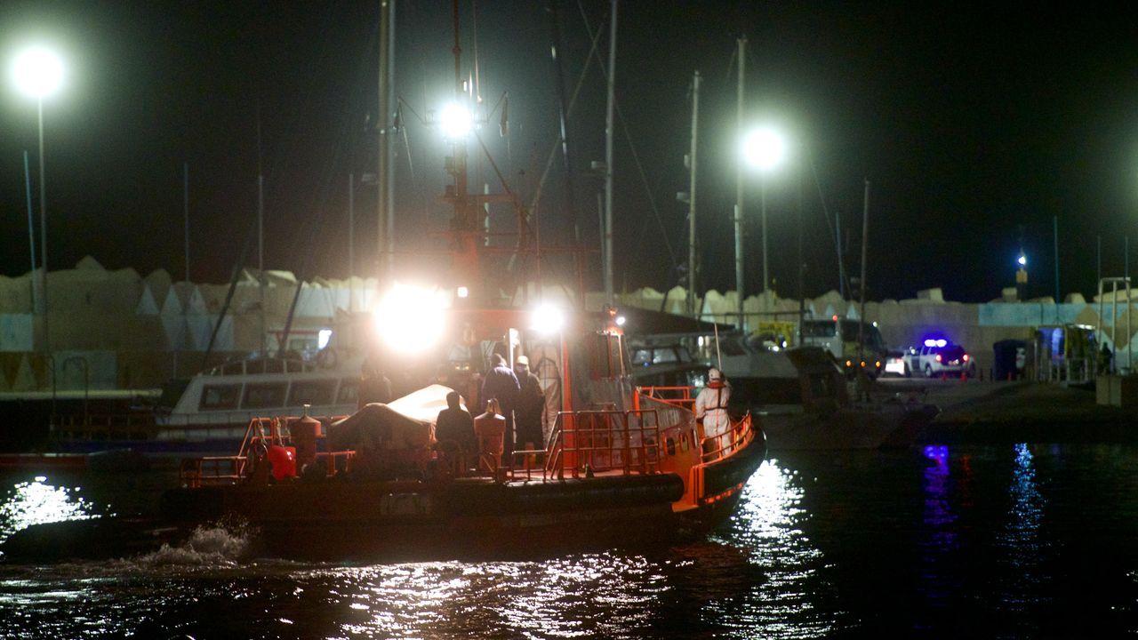 Inmigrantes que llegaron el lunes por la noche por sus propios medios a Fuerteventura