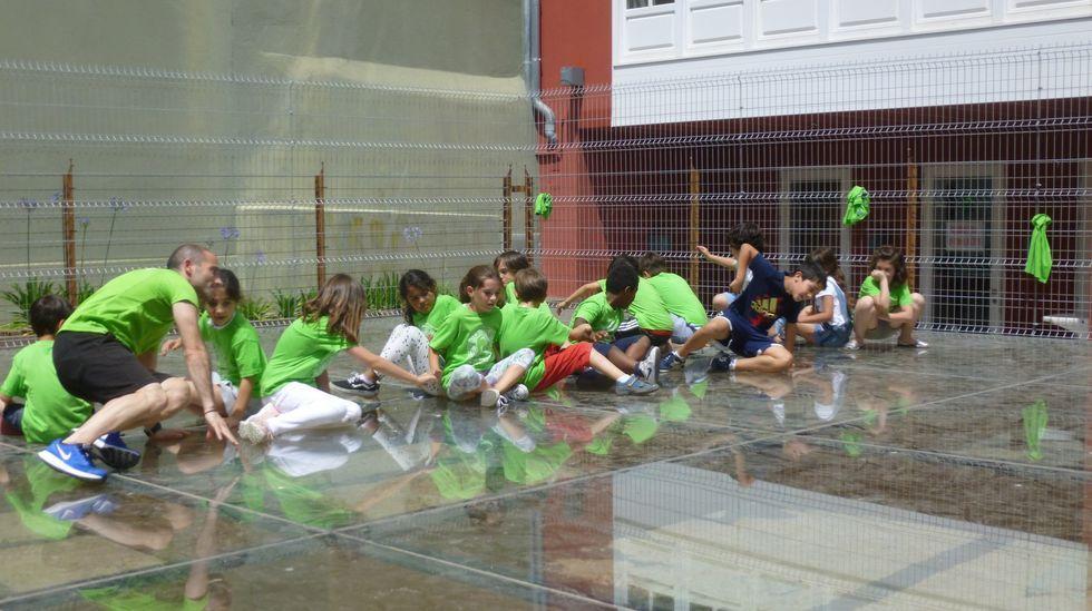 Así transcurrió el Foro Voz Día da Muller en Vimianzo.El Círculo ofrece periódicamente campamentos urbanos (en la foto, de archivo, actividades de verano) para dar alternativas de ocio a los más pequeños y facilitar la conciliación familiar