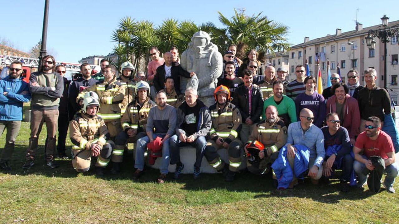 Gascona desborda apoyo a la sidra para que se convierta en Patrimonio de la Humanidad.Escultura en homenaje a Eloy Palacio