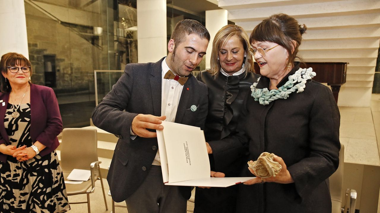 Hambre de carnaval.Margarita Ledo agradece o premio en presenza do director de Cineuropa, José Luis Losa