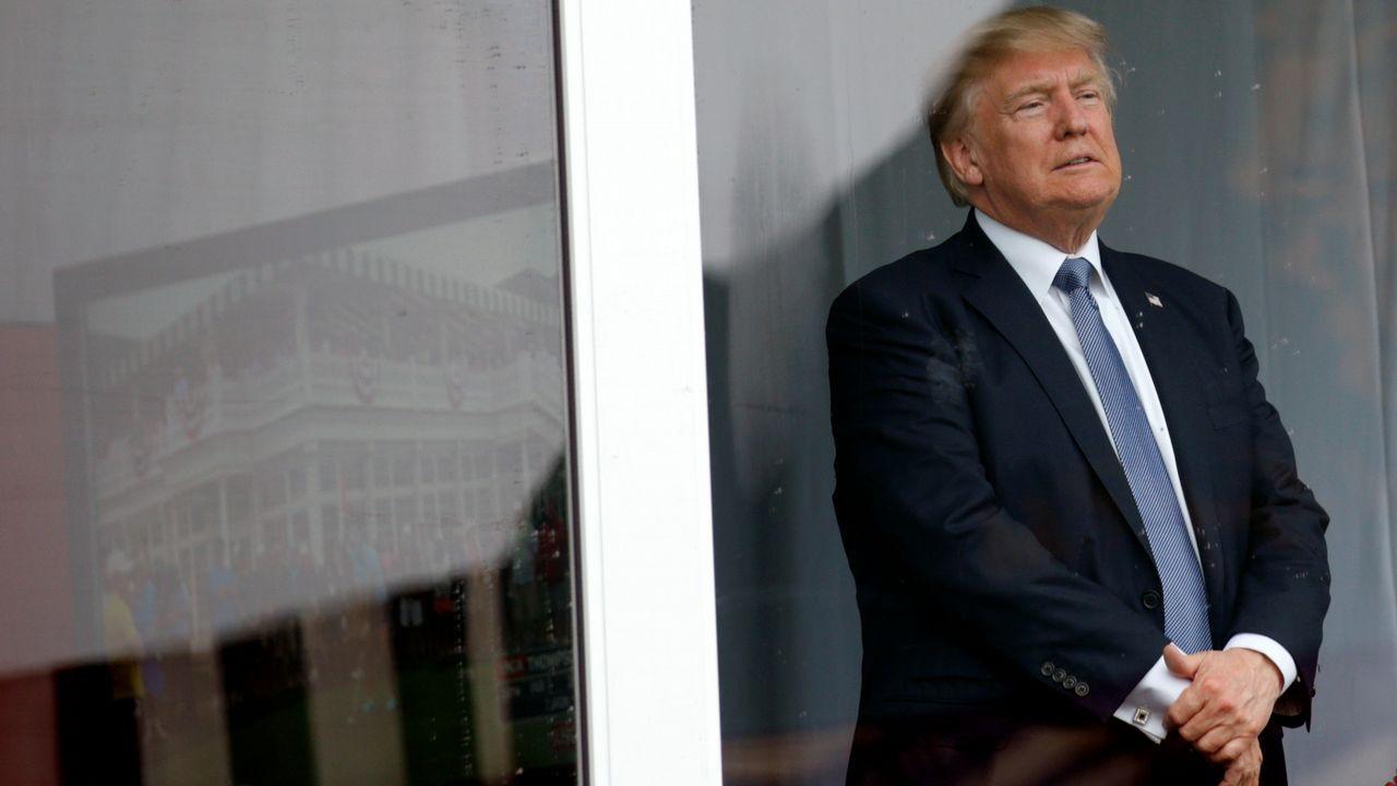 El yerno y asesor de Trump usó un servidor privado para asuntos oficiales.Trump, escoltado por Emin Agalarov y por su padre Aras (dos de las personas clave en el caso Rusiagate), en Moscú en el año 2013