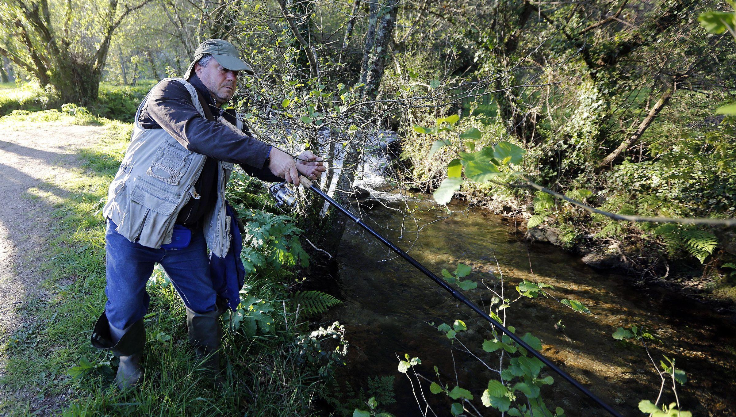 A pesca fluvial volta os ríos arousáns