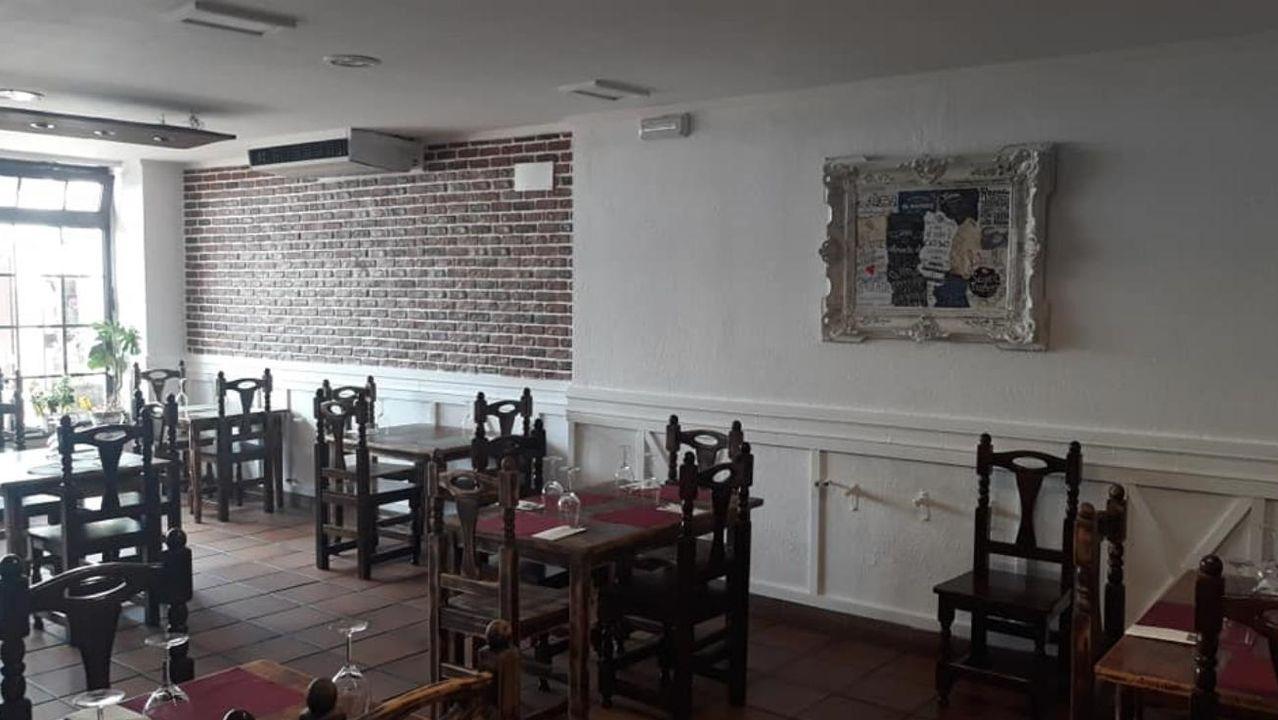 Interior del Mesón Lucus, que permanece cerrado por la alarma sanitaria desde el pasado día 14
